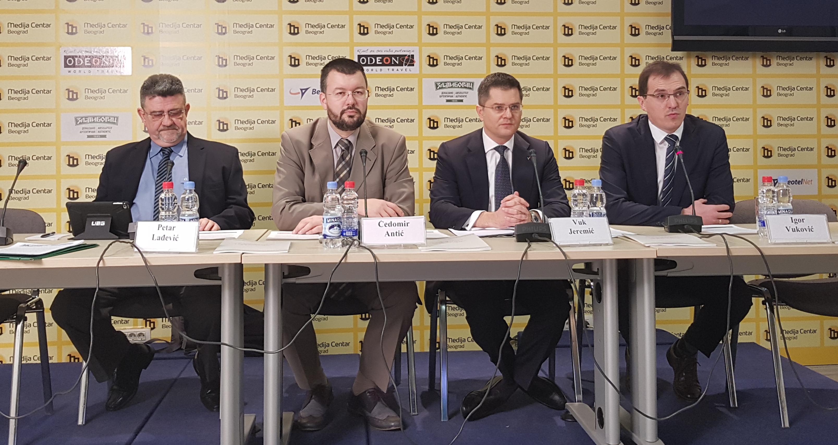 Јеремић и Антић: Галопирајуће пропадање демократије у Србији