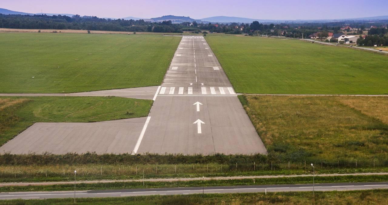 Да ли градска власт у Нишу оставља аеродром без јефтиних летова и значајног прихода?