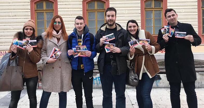 Омладина Народне странке: Да грађани буду заљубљени као напредњаци у Вучића