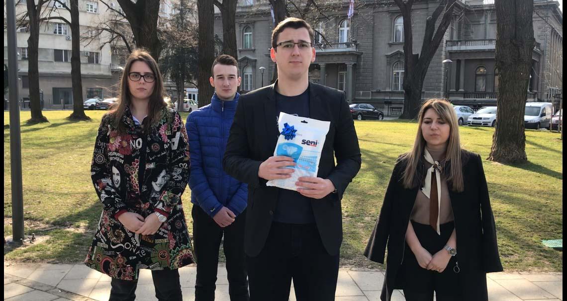 Акција Омладине Народне странке: Пелене за Вучића