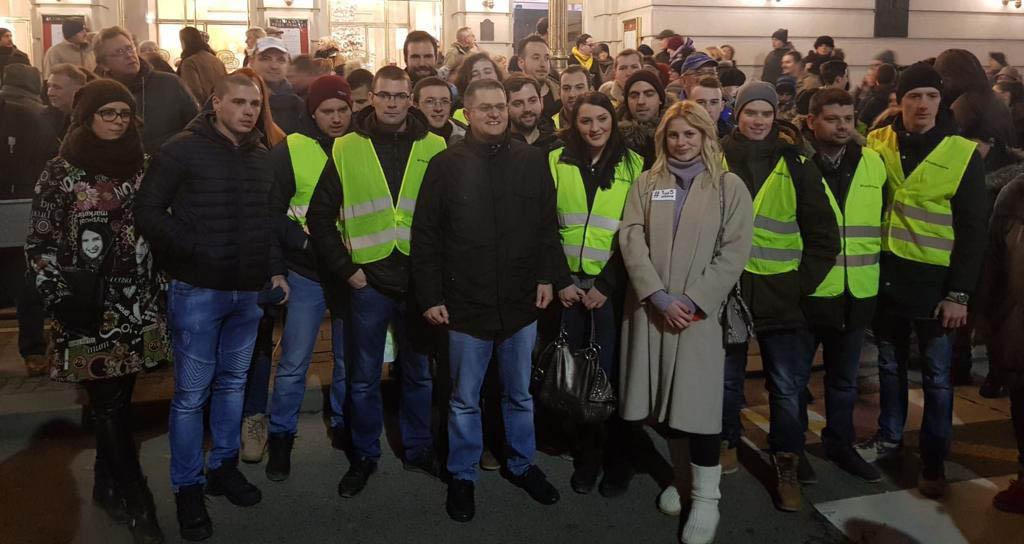 Омладинци Народне странке на протестима: Вучић мора да оде са власти да би млади остали у Србији