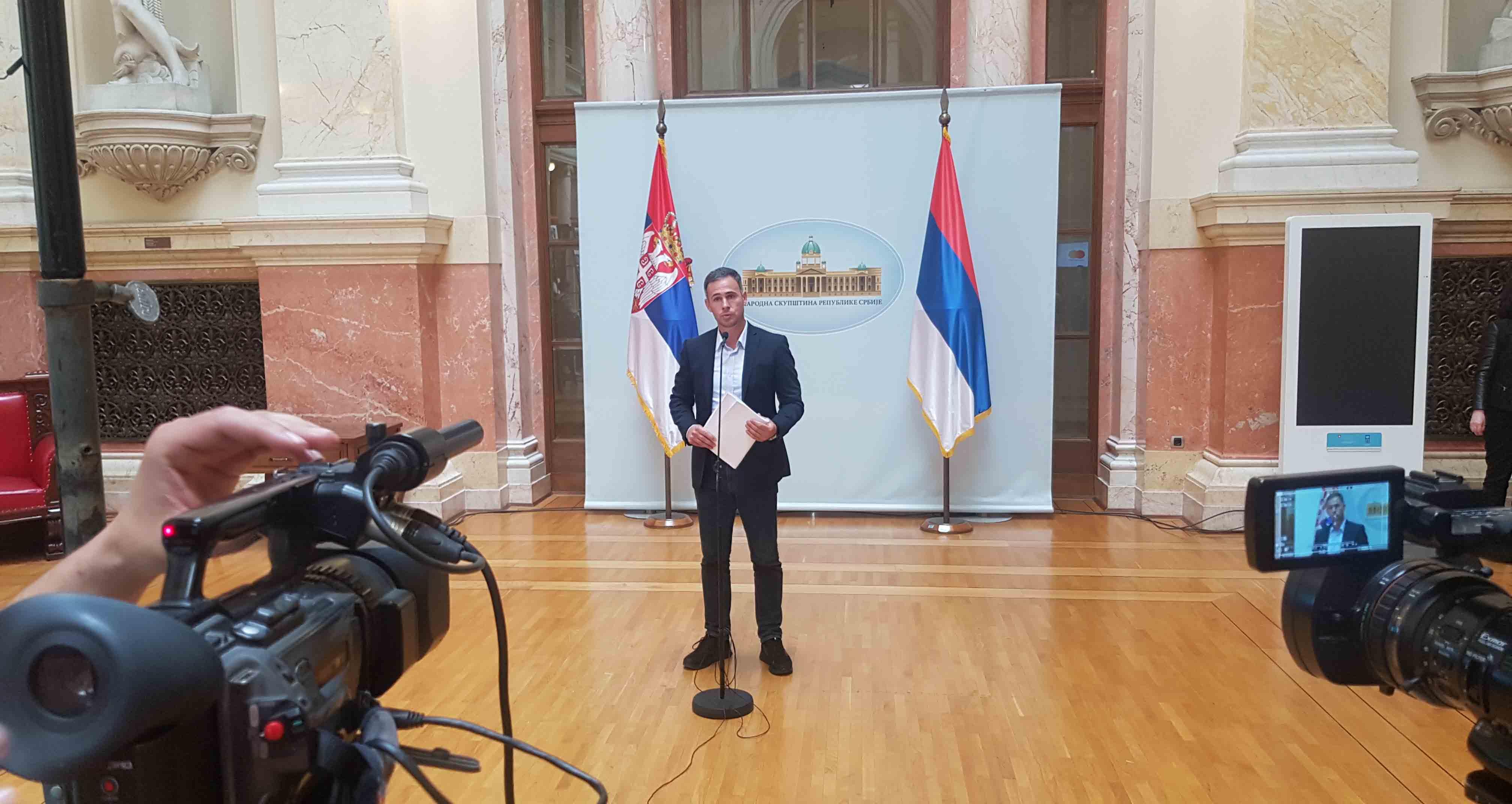 Алексић: Оставка Стефановића због афере у којој је свом оцу омогућио извоз оружја