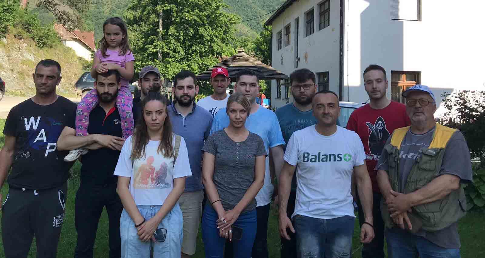 Омладина Народне странке помогла у отклањању штете од поплава у селима код Краљева