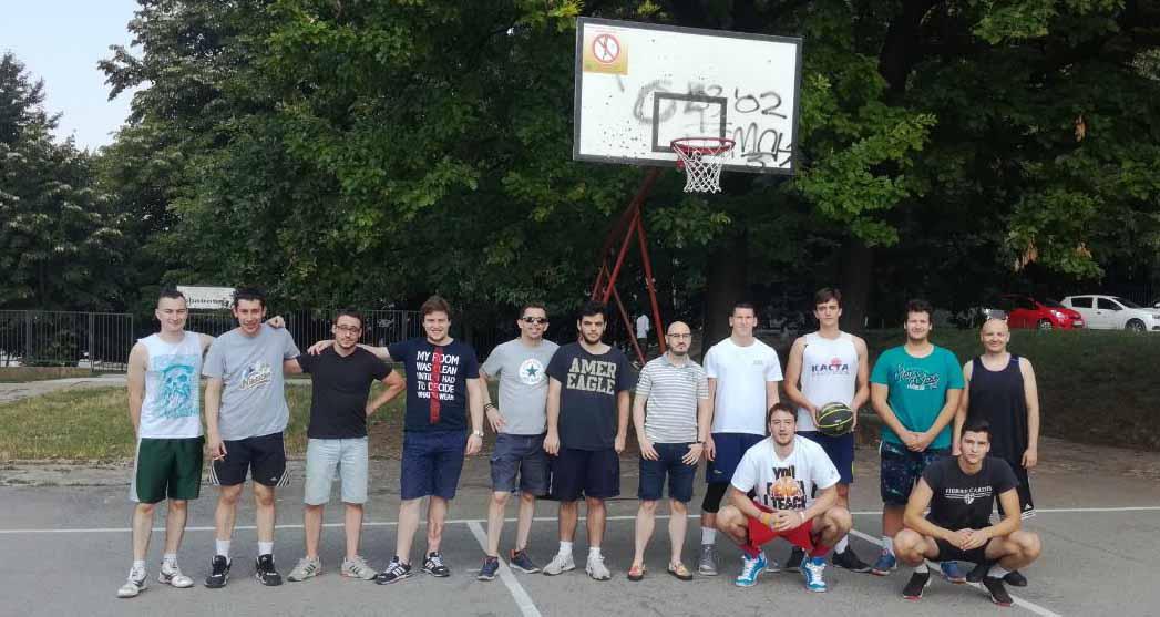 Београд: Народна странка Вождовац обнавља кошаркашки терен у насељу Медаковић