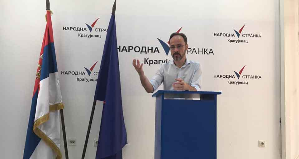 Народна странка Крагујевац: Све више људи штрајкује глађу јер је власт уништила институције