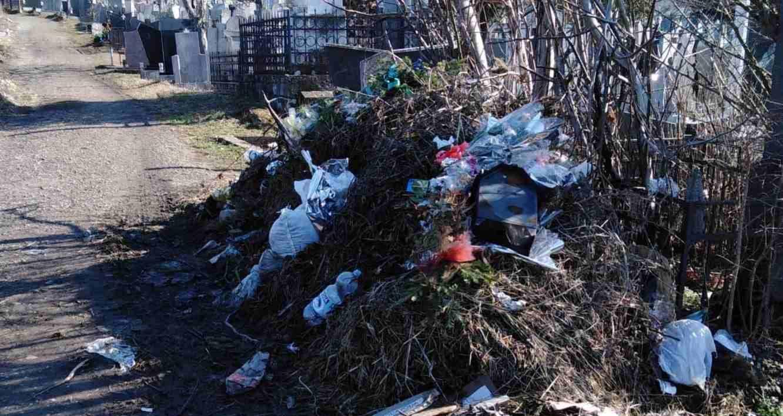 Народна странка Гроцка: Депонија смећа на грочанским гробљима пред Задушнице