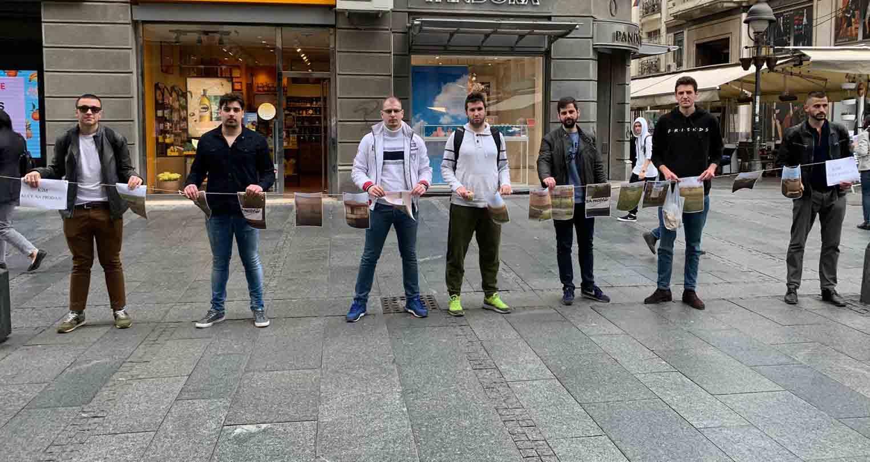 Београд: Омладина Народне странке поставила изложбу кућа на продају на КиМ