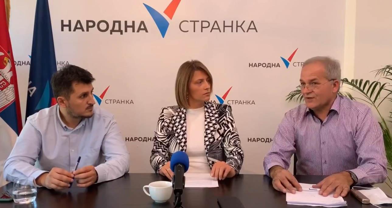 Народна странка Београд: Весић отворио дечије игралиште на канализацији у Миријеву