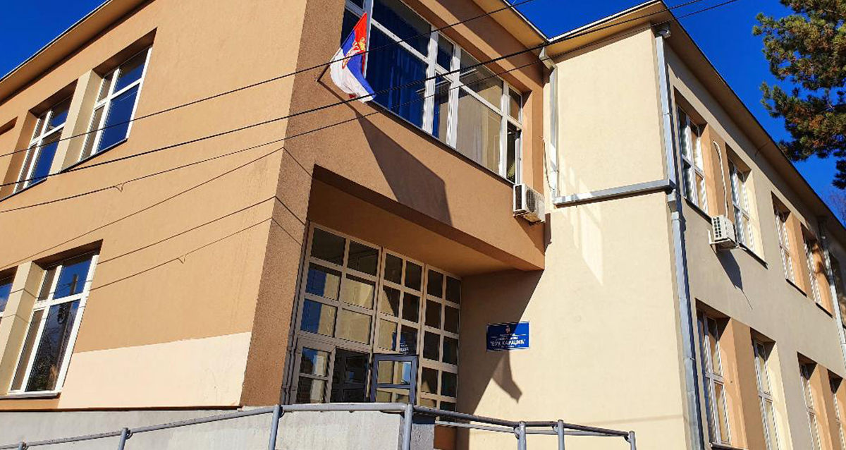 Народна странка Лесковац: Директор школе фингирао податке како би расписао конкурс