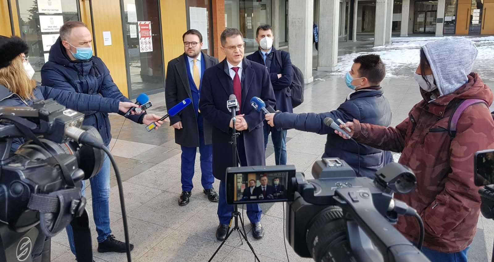 Јеремић: Вучићева одбрана вуче очајничке потезе, али неће избећи правду