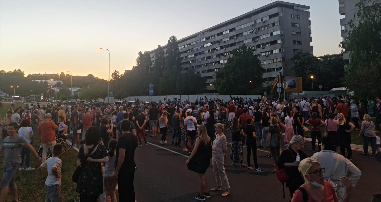 Народна странка Нови Београд уз наше комшије из Блока 37 – нема предаје!