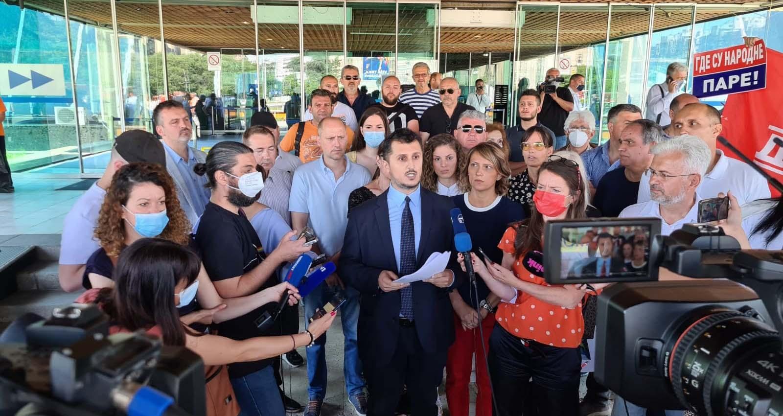 Павловић: Весићев начелник инспекције осуђен на затвор омогућава дивљу градњу
