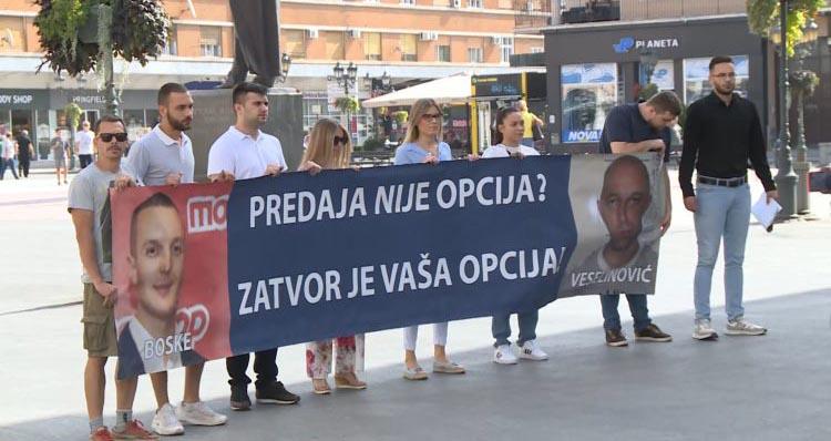Омладина Народне странке: Тужилаштво и полиција да испитају посао поплочавања трга у Новом Саду