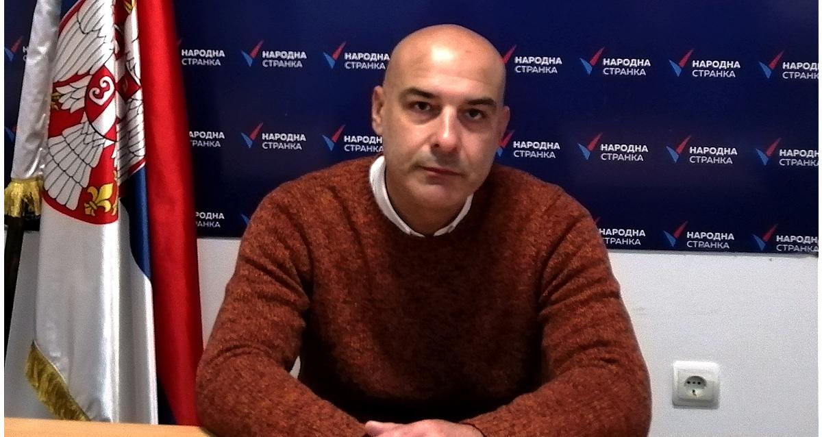 Народна странка Крушевац: Новцем суграђана се сређују дворишта локалних напредњака